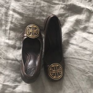 Tory Burch pumps- 6.5, brown with minor wear